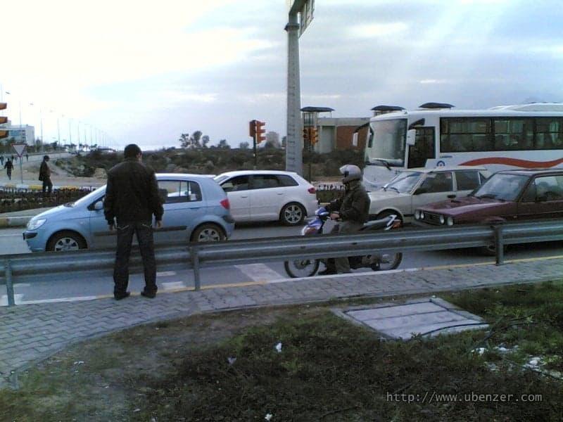 Trafik Işığı ve Yaya Geçidi Koyup, Geçişi Bariyerle Kapatan Mantık
