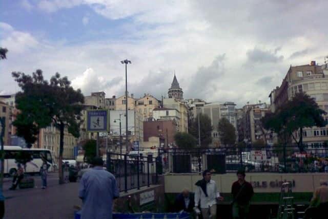 Galata Köprüsü'nün Dibindeki Tramvay Girişi